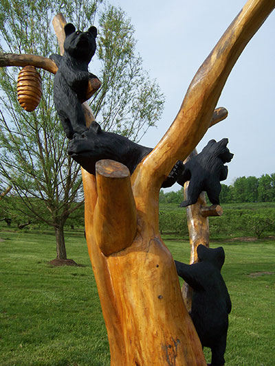 Picture of bears and bee nest tree carving at Anderson Orchard in Mooresville, Indiana
